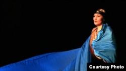 Опера әншісі Майра Мұхамедқызы өнер көрсетіп тұр. Алматы, 15 қыркүйек 2008 жыл