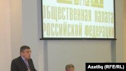 Русия җәмәгать пулаты вәкиле Иосиф Дискин Казандагы чарада чыгыш ясый, 15 декабрь 2010 ел