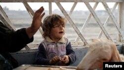 Девочка в селении Хассан Шам неподалеку от Мосула, Ирак, 25 октября 2016 года.