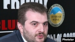 Armenia -- Journalist Argishti Kivirian at a press conference, Yerevan, 30Apr2010