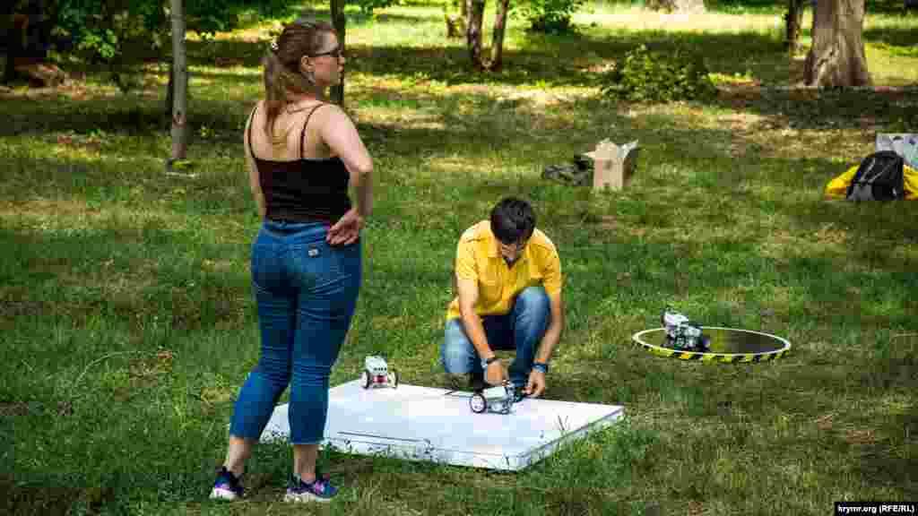Выставка робототехники на праздновании Дня молодежи