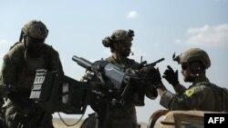 Сирийские демократические силы, поддерживаемые США, во время специальной операции в провинции Ракка, 25 мая 2016 года.