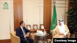 په سعودي عرب کې د افغان مالیې وزیر د اسلامي پرمختیايي بانک له مشر سره ولیدل