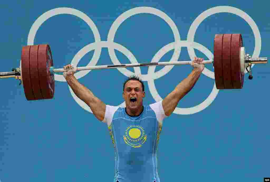Қазақстандық ауыр атлет Илья Ильин Лондон олимпиадасында чемпион атанды. Ол 94 килограмм салмақ дәрежесінде әлем рекордын (418 кг) жаңартты. 4 тамыз . 2012 жыл. Сурет олимпиада ойындарының ресми сайтынан алынды.