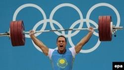 Казахстанский тяжелоатлет Илья Ильин на Олимпиаде 2012 года в Лондоне.