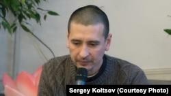 Дмитрий Угай во время чтения лекции про йогу