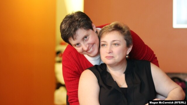 Ukrainian immigrant Yelena Goltsman (right) with her partner Barbara in New York.