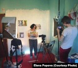 Елена Попова снимается в антимилитаристском ролике