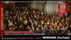 Скриншот онлайн трансляции пасхального богослужения в Святогорской лавре