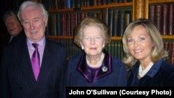 John O'Sullivan sa Margareth Thatcher i suprugom Melissom O'Sullivan, London, 2009.