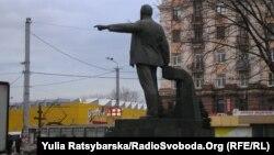 У Дніпропетровську непоодинокими є пам'ятники діячам часів СРСР