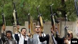Përkrahës të rebelëve huthi në Jemen.