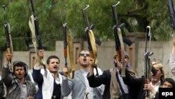 گروهی از اعضای یک عشیره هوادار حوثیها در صنعا