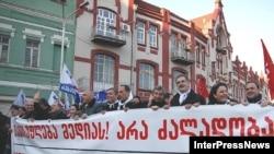 Оппоненты Михаила Саакашвили вновь могут свободно митинговать против бывшего президента
