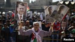 У столиці Аммані йорданці вийшли на демонстрацію проти «Ісламської держави» з портретами свого короля і вбитого пілота, 5 лютого 2015 року