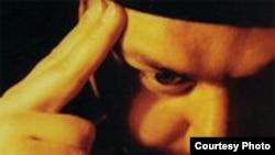 آلبوم «ماه دودى»، نخستين اثر عليرضا تهرانى، توسط شرکت «آواى باربد» به بازار آمده است.