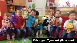 Донбас: діти отримали подарунки від команди Валентини Тимчук