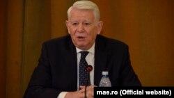 """Teodor Meleșcanu este acum președinte al unui partid """"național și naționalist luminos"""", al cincilea după 1990"""