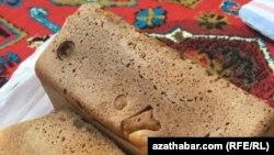 Aşgabadyň döwlet dükanlarynda satylýan çörek, 12-nji awgust, 2019