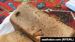 Хлеб, купленный в государственном магазине Ашхабада, 12 августа, 2019
