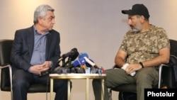 """Встреча Сержа Саргсяна и Никола Пашиняна (справа) 22 апреля в гостинице """"Мэриотт"""""""