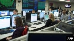 کارکنان مرکز ملی امنیت سایبری و اطلاعاتی در آرلینگتون آمریکا