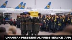 Cele 11 victime ucrainene ale prăbușirii avionului au fost transportate acasă