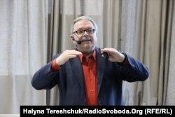 Мирослав Маринович презентує книжку про митрополита Шептицького