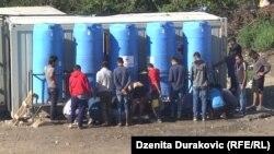 Migranti u Privremenom prihvatnom kampu Vučjak, nadomak Bihaća na zapadu BiH