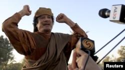 Муамар Каддафи, апрель