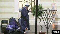 Правоохранители с увлечением изучают технические детали преступлений на националистической почве