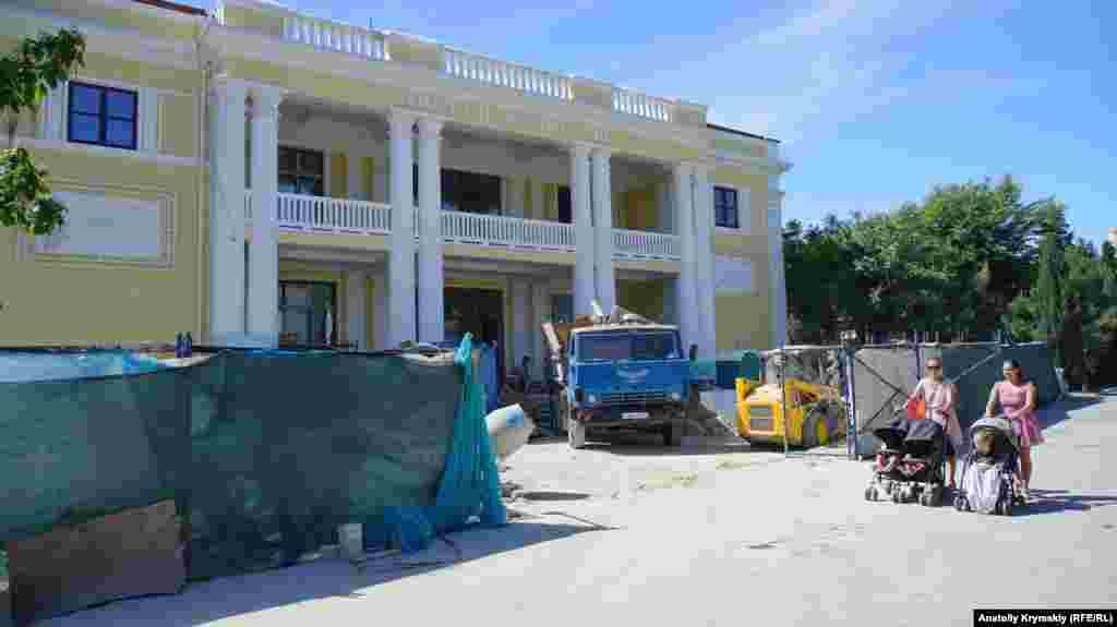 Триває ремонт міського Палацу культури
