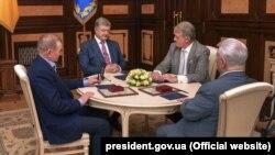 Зліва направо: 2-й президент України Леонід Кучма, 5-й президент Петро Порошенко, 3-й президенти Віктор Ющенко, 1-й президент Леонід Кравчук.