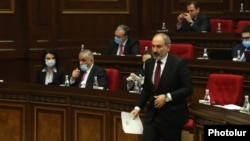Armenia -- Prime Minister Nikol Pashinian is about to deliver a speech in parliament, May 6, 2020.
