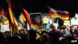 Мітинг учасників руху «Пеґіда». Дрезден, 12 січня 2015 року