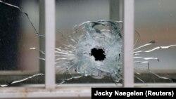 """Trag ispaljenog metka na redakciju """"Charlie Hebdo"""", 2015."""