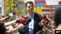 Претседателот на Демократската партија во Албанија, Љуљзим Баша.
