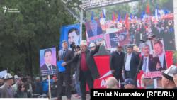 Митинг сторонников партий «Ата Мекен» и «Мекенчил». Бишкек, 23 апреля 2019 года.