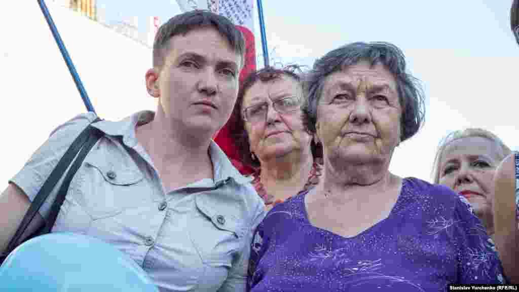 Народный депутат Украины и бывший политзаключенный Надежда Савченко с матерью