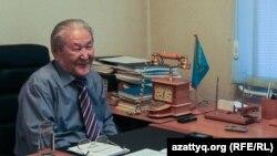 Саясаткер және экономист Серікболсын Әбділдин Алматыдағы кеңсесінде. 19 қазан 2016 жыл.