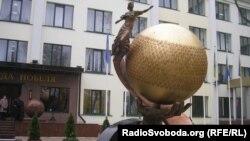 Cкульптура «Планета Альфреда Нобеля» у Дніпропетровську
