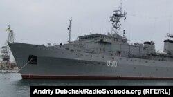 """Украинский корабль """"Славутич"""" в бухте Севастополя."""