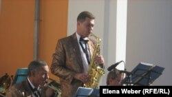 В минувшую пятницу на сцене сухумской Госфилармонии играл джазовый оркестр