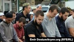 Святковий намаз у Сімферополі 24 вересня 2015 року