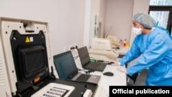Алматыдағы коронавирусты анықтайтын лабораториялардың бірі.
