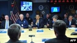 """Президент США Барак Обама на совещании, посвященном устранению последствий урагана """"Сэнди"""". Вашингтон, 31 октября 2012 года."""