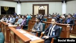 شماری از جوانان: با آنکه تمام مراحل را موفقانه سپری کردهاند با آنهم حق عضویت آنان در این پارلمان گرفته شدهاست.