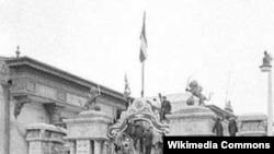نیروهای نظامی اطراف مجلس شورای ملی را در روز ۲۸ مرداد محاصره کرده اند.