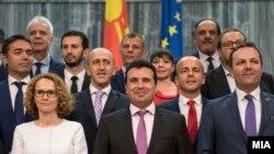 Архивска фотографија- премиерот Зоран Заев и членовите на новата влада веднаш по изборот на новиот владин кабинет