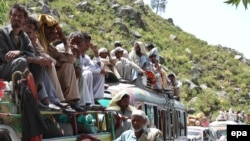Displaced persons from the Buner area returning to their villages on May 19.
